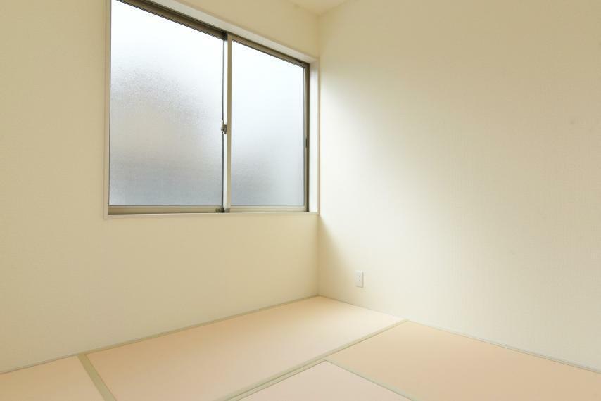 <4.5帖>お子様の遊び場に客間に多目的に使用できる洋風和室。