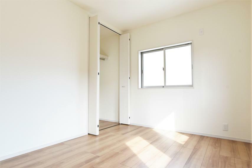<6帖>ライフスタイルの変化に合わせて快適にお使いいただける洋室空間。