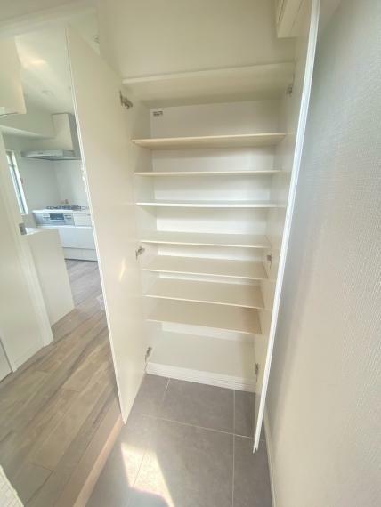 玄関 靴をたくさん所持している方にも安心して収納できるスペース!