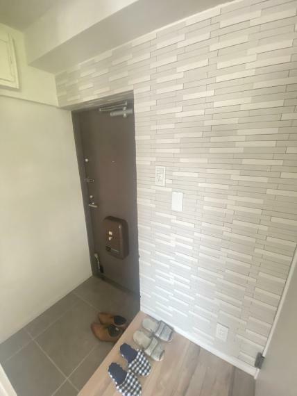 玄関 玄関クロスにはエコカラットを使用。消臭効果や除湿効果などあり、コチラもうれしいポイントですね!
