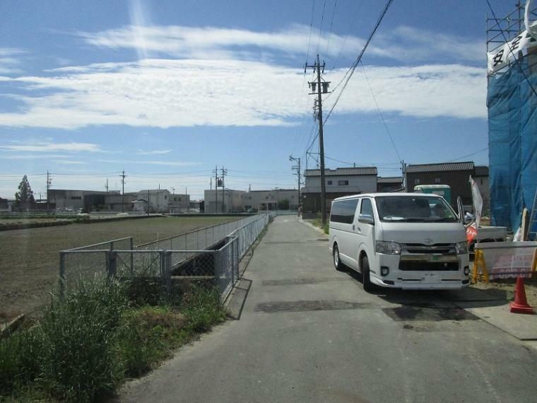 現況写真 前面道路 (2021年5月25日撮影)