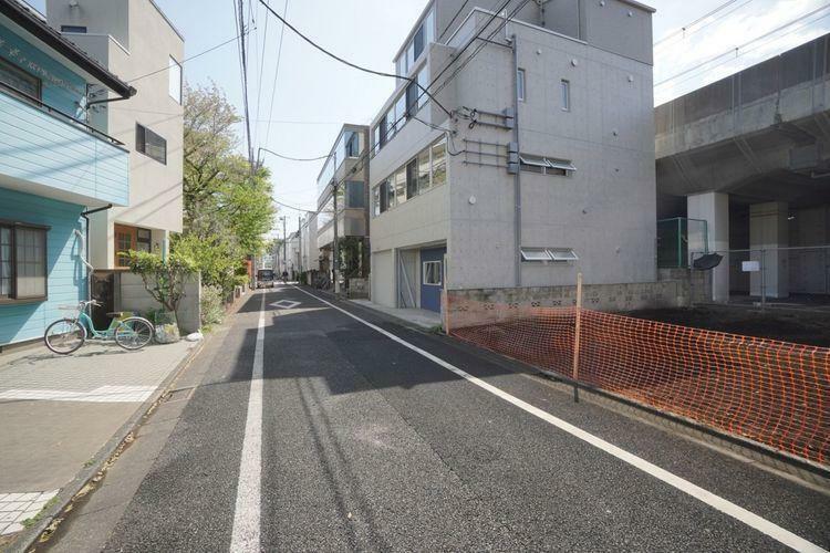 現況写真 広い道路で整備された敷地は、建築もしやすいですね。もちろん自由建築ですのでお好きなプランをご検討いただけます!