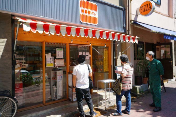 新藤食パン 【西荻窪はパン屋さん激戦区】オープンしたばかりの食パンの有名な「進藤食パン」は中がもちもちで甘さを感じる美味さです。