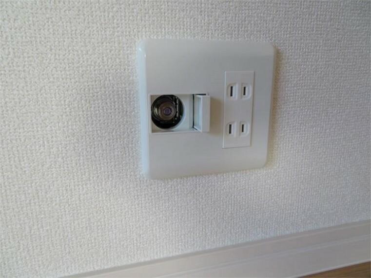 専用部・室内写真 埋込型ガスコンセントをリビングに設置。ファンヒーター・衣類乾燥機などのガス機器の使用に 【同仕様】
