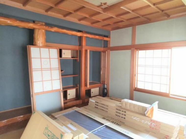 【5月29日撮影・リフォーム中写真】和室の写真です。畳の表替え、クロスの張替えを行いましす。イグサの香りに癒される、居心地の良いお部屋に仕上げます。