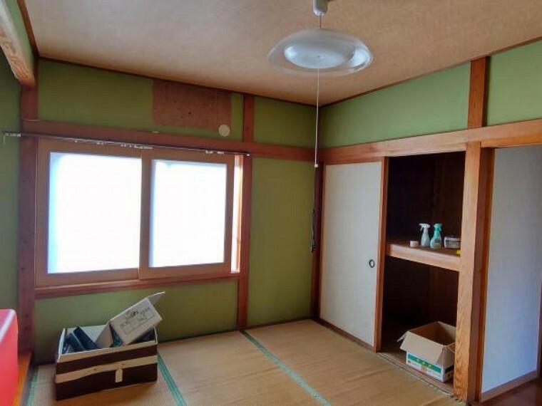 和室 1階和室。6帖。大きな窓があって開放的です。※残置物は撤去します。