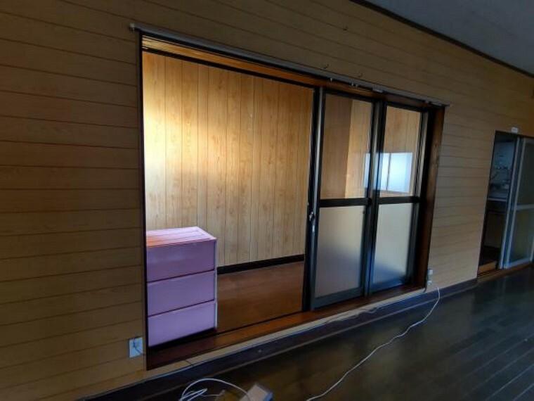 収納 収納用のお部屋がひとつ。下半分は曇りガラスになっているため、中は見えにくい仕様です。※残置物は撤去します。