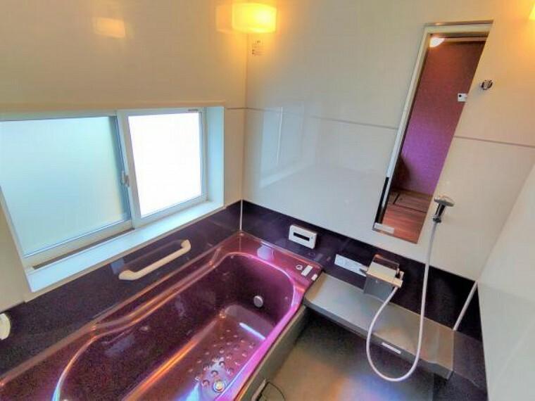 浴室 こちらは現在の浴室の様子です。広く状態も良いためクリーニングをしてお引渡しいたします。