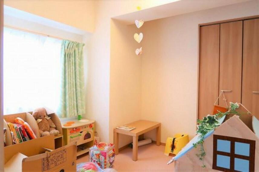 子供部屋 リビング続きの子供部屋、角部屋のため窓があり明るいお部屋です。