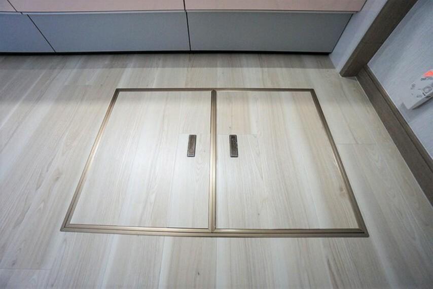 収納 床下収納にはもしもの時の備蓄なども保管していただけます。