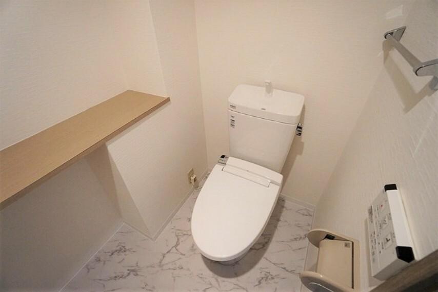 トイレ 温水洗浄機付トイレです。節水機能もあるので、安心して使えますね。