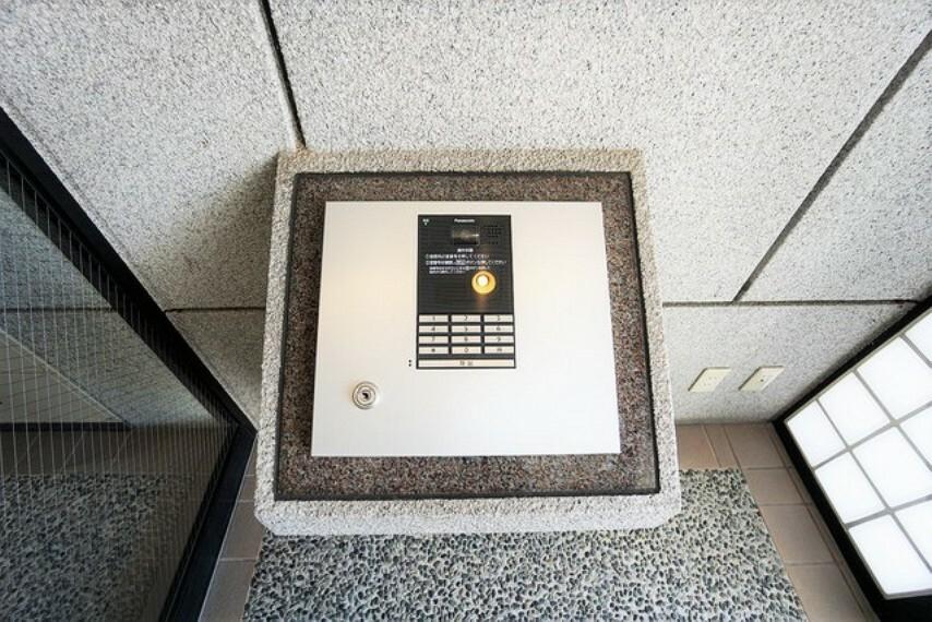 防犯設備 エンクレスト出入り口はオートロックです。