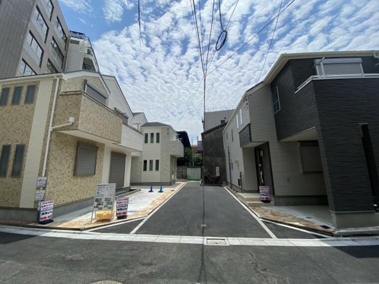現況写真 現地全体写真 新設した居住者専用道路は車通りもなく安心です。