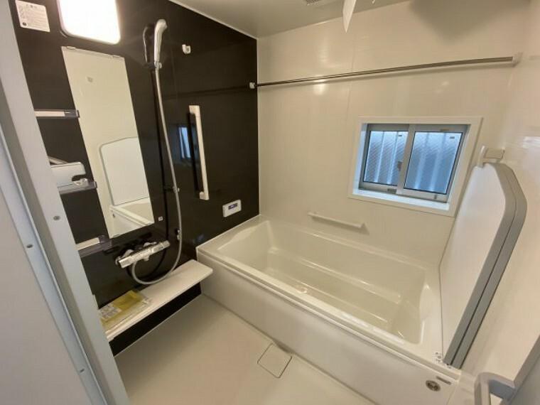 浴室 3号棟 お風呂 1坪サイズの大きなお風呂、浴室乾燥機付き