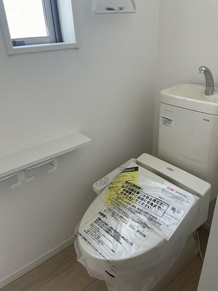 トイレ すっきりしたデザインの温水洗浄便座