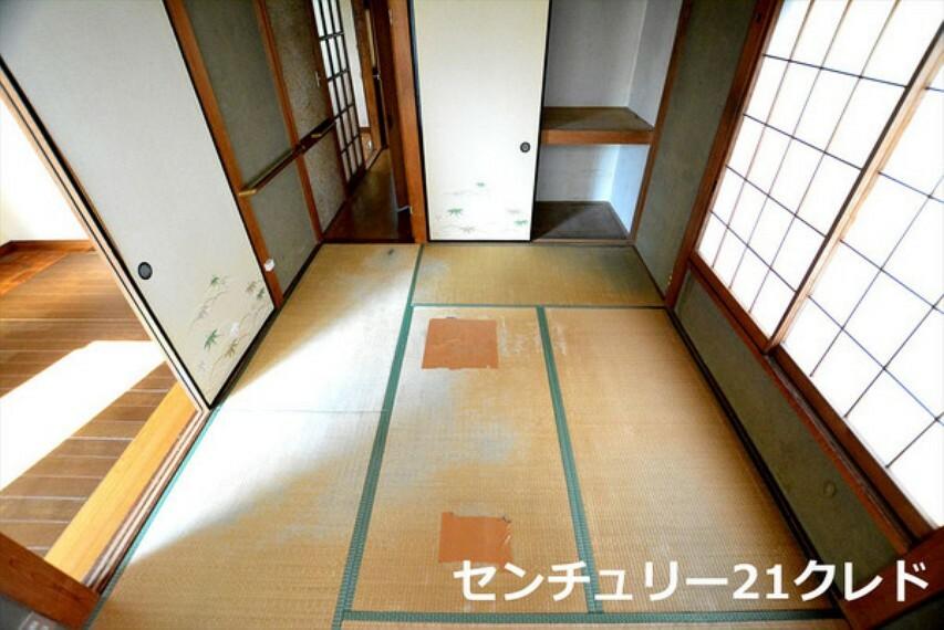 和室 1階6帖和室です! 1階ダイニングに隣接した和室! 引き戸を開けば広い空間、閉じれば独立したお部屋ができ、臨機応変に使えるのがポイントです! C21クレドまで!