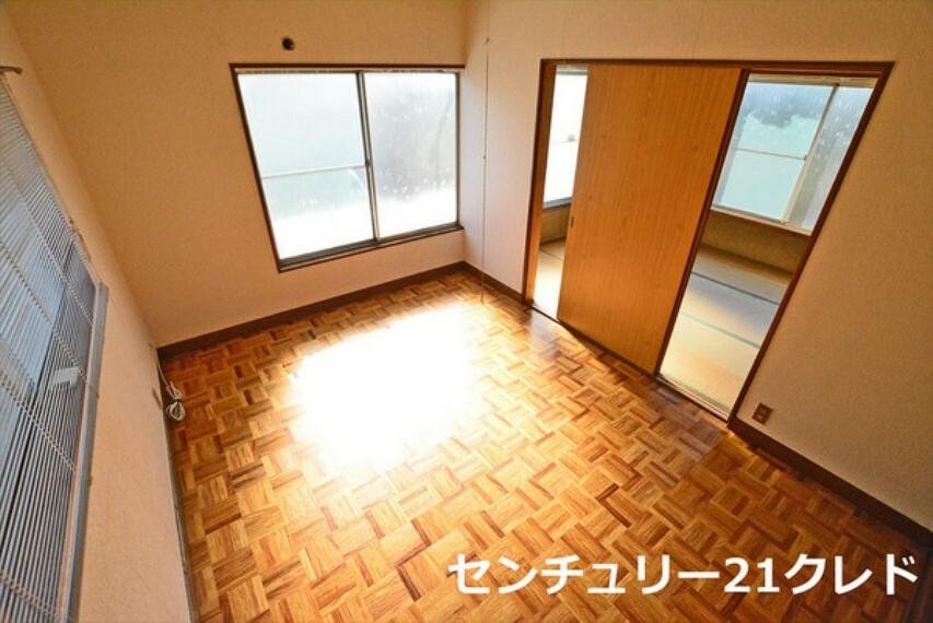 洋室 2階6帖洋室です! 通風・採光にも優れ、心地よい光と風があふれています。  気持ちの良い朝を迎えられますね! いつでもご案内可能です!
