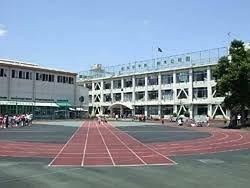 小学校 新宿区立柏木小学校 徒歩9分。