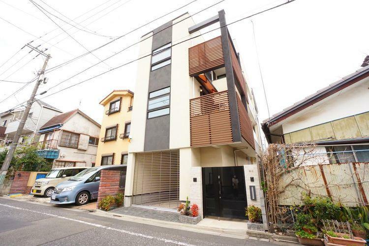 現況写真 中央線荻窪駅まで徒歩10分。通勤・通学に使いやすい住環境が魅力の中古戸建のご紹介です。