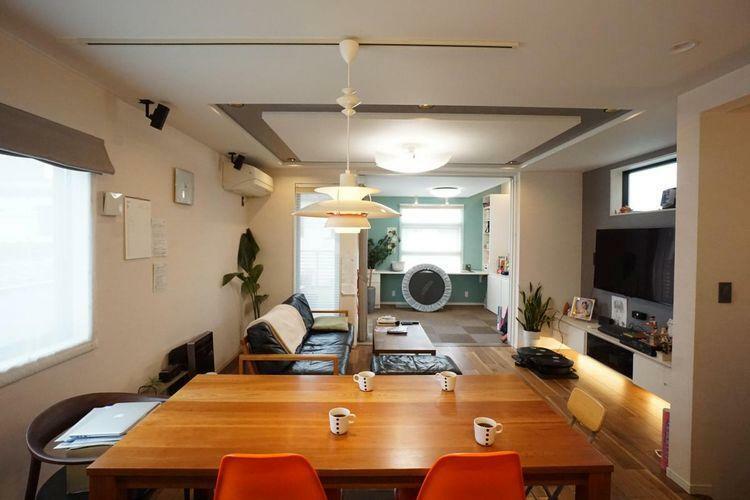 居間・リビング 食事スペースと、寛ぎのスペースをきちんと家具で分けられる、生活がしやすい理想的な間取りだと思います!