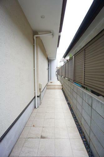 バルコニー 2階キッチンから出入りができる、使い勝手の良いバルコニーです。