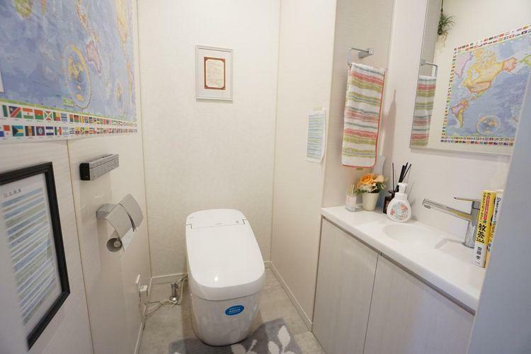 トイレ 清潔感のあるホワイト系カラーで統一されています。明るくリラックスできる空間です。