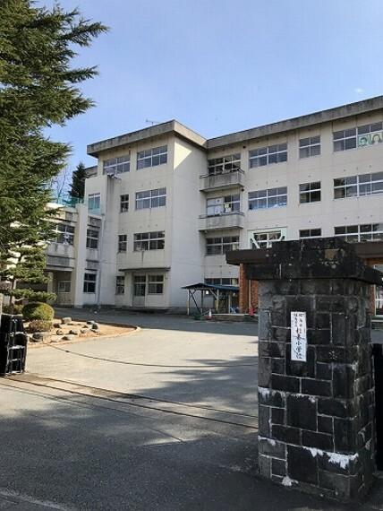 小学校 福島市立杉妻小学校まで約1400m(徒歩18分)。小学校には幼稚園も隣接しており、楽しい行事が沢山あります。(2021年3月撮影)