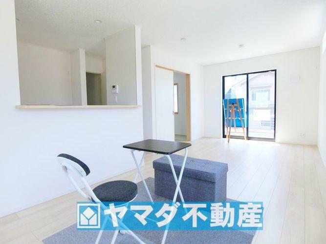 居間・リビング リビング16.2帖の広さに加えて和室の入り口扉を開放すれば、さらに広々とした開放的な空間になりまね。