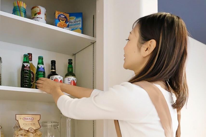 パントリー  保存食品などを収納して、家事動線をいつもスッキリと。快適なクッキングに欠かせない収納です。