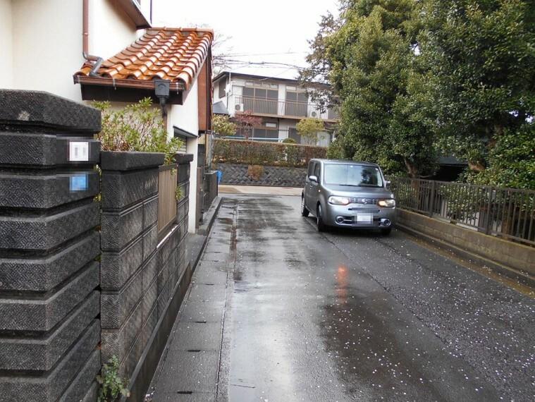 現況写真 見通しのよい前面道路はお車での出入りもスムーズです。
