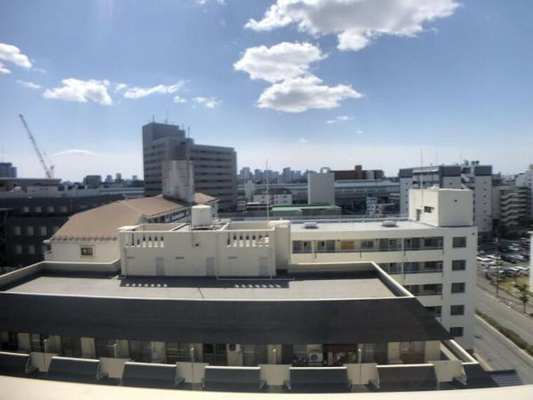 眺望 11階建て10階部分、南向きで陽当たり、眺望良好