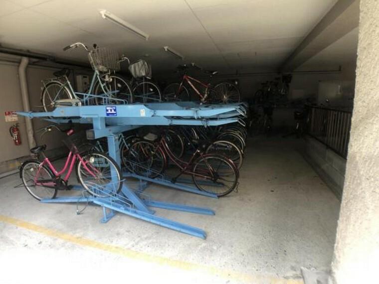 駐輪場 屋根付き駐輪場で雨の日も安心です。