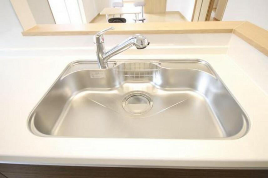 【浄水器一体型水栓】スペースも広く、大きな鍋も洗いやすい!