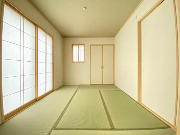 和室 (和室)リビングと隣接した和室はお子様のプレイスペースにもおすすめ!キッチンからも目が届くので安心です!