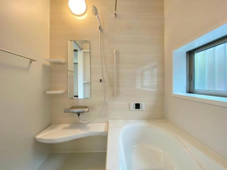 浴室 (浴室)大きな浴室でお子様とのバスタイムもお楽しみいただけます^^浴室暖房乾燥機付きなので寒い冬も快適バスタイム!