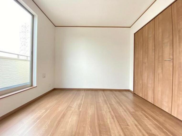 洋室 (洋室)シンプルカラーの明るい洋室だからお気に入りの家具もきっと馴染みます^^