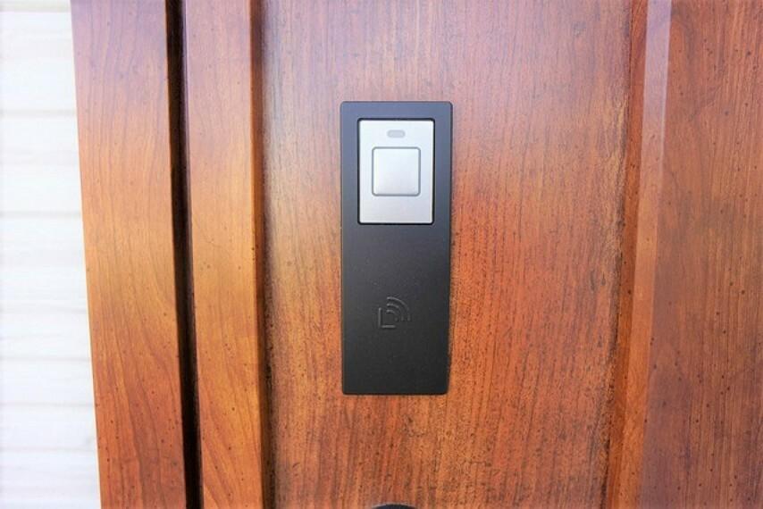 玄関 ドアの開閉もらくらくなタッチキーです^^荷物を持っているときも助かりますね^^