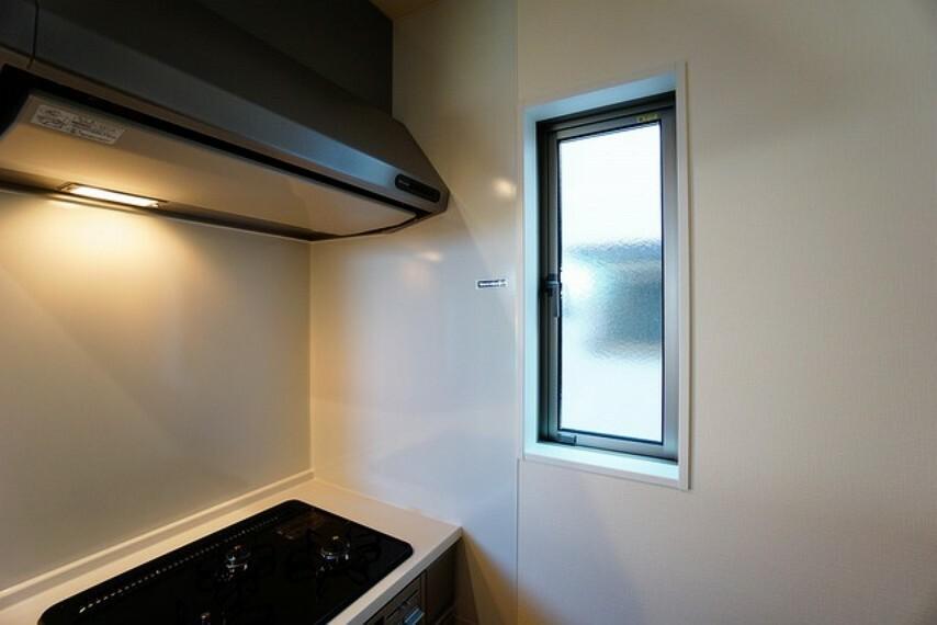 キッチン 窓付きのキッチンなので換気もばっちり^^