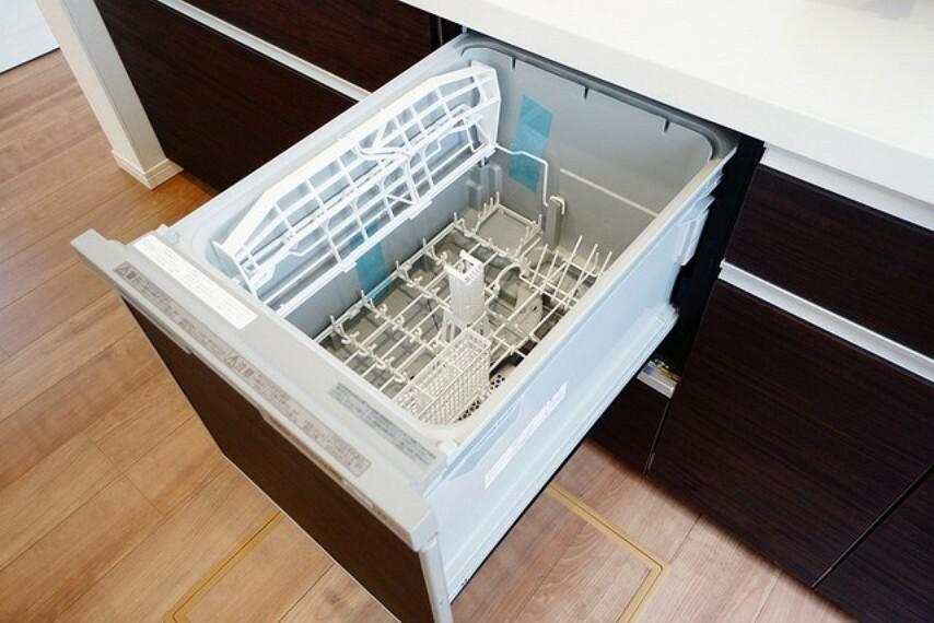 キッチン 家事の時間が短縮できる食器洗い乾燥機付。億劫な後片付けもラクラクです。