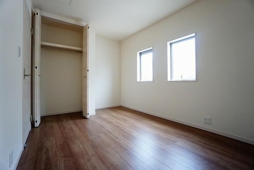 寝室 住む人のこだわりを活かす洋室^^クローゼットもあり荷物もすっきり片付けれ、ゆとりのある暮らしが出来ます^^