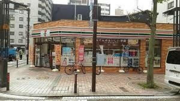 コンビニ セブンイレブン横浜伊勢佐木町7丁目店 徒歩2分。