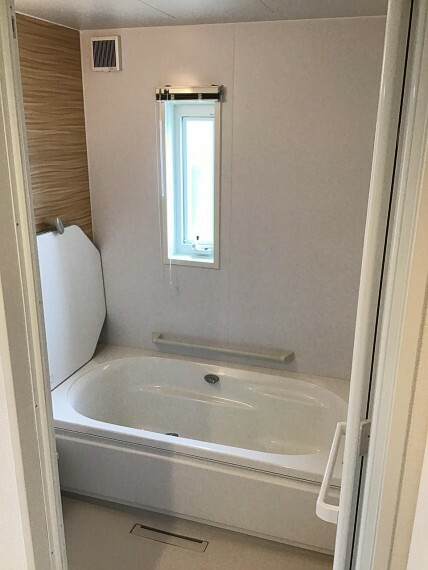 浴室 半身浴も楽しめる、くつろぎの浴室空間