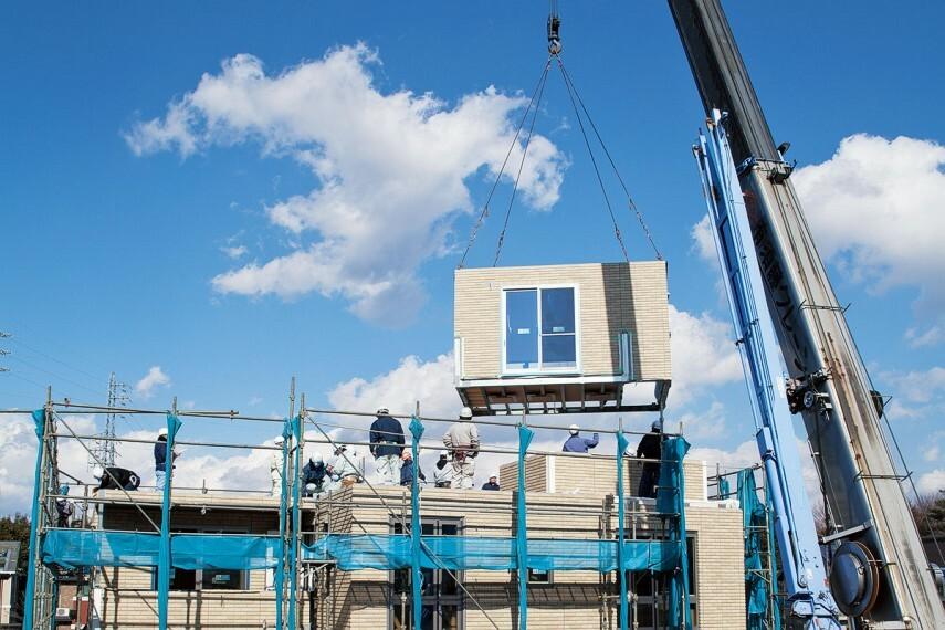 構造・工法・仕様 【ユニット工法】一日で雨仕舞まで完了。工場で作ったユニットを組み上げて住宅を作る