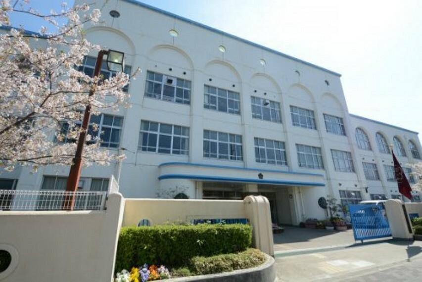 小学校 【小学校】神戸市立本山第二小学校まで557m