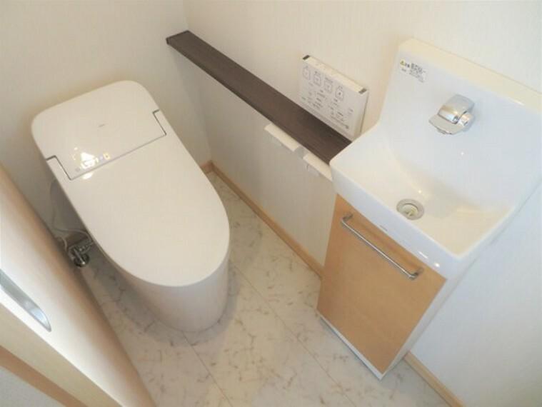トイレ 手洗いカウンターがついたトイレです。