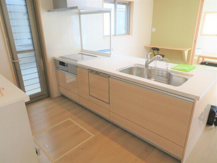 キッチン ナチュラルな雰囲気のキッチンです。食洗機がついています。