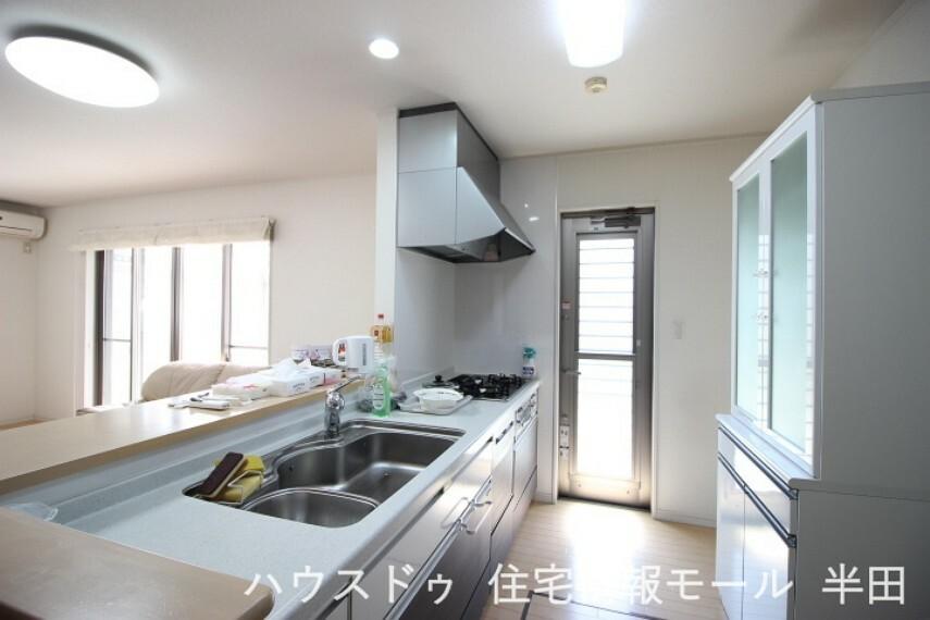 キッチン 使い勝手の良いシステムキッチン 食器洗浄乾燥機付で家事時間も短縮