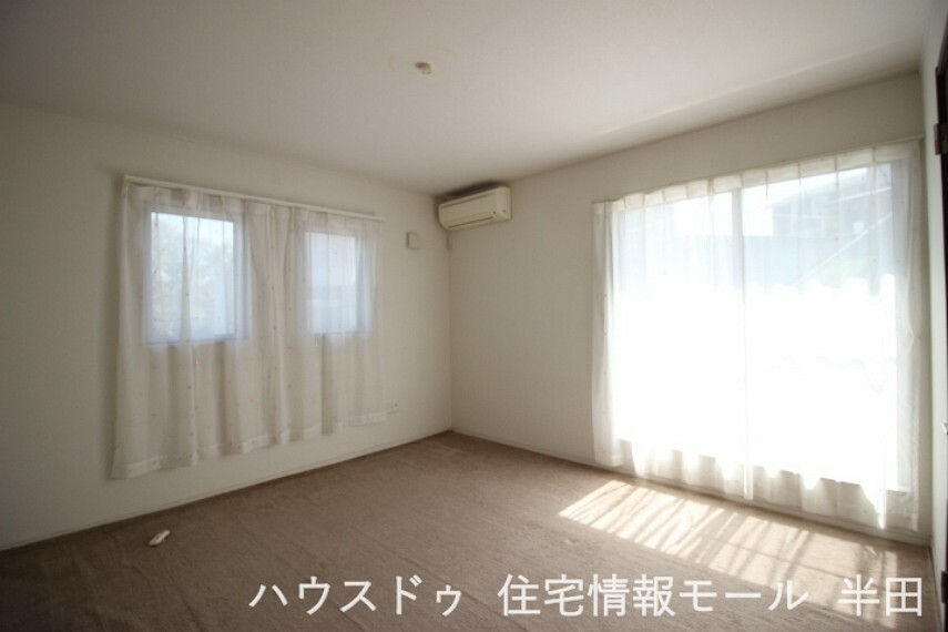 洋室 8帖洋室 ゆったりとした広さの主寝室