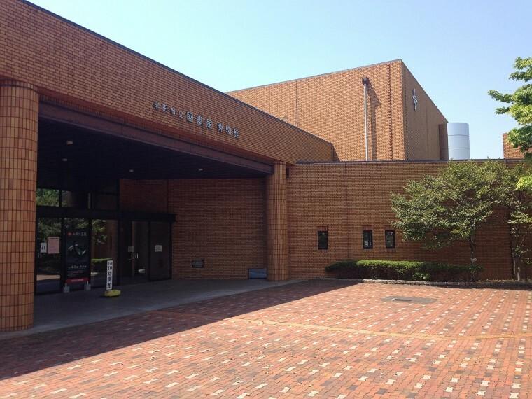 図書館 半田市立図書館