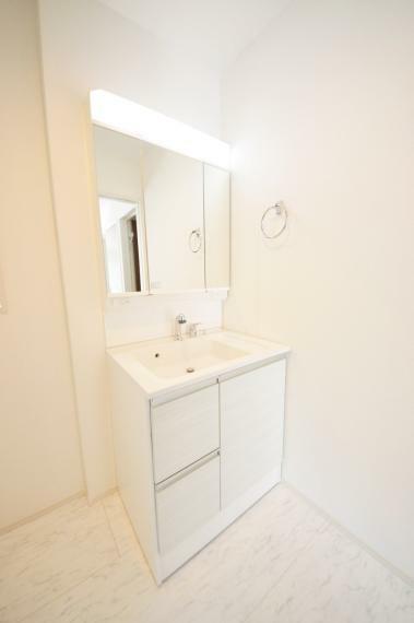 脱衣場 シャワー付き洗面化粧台